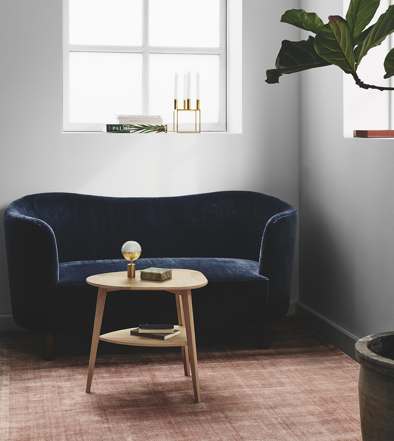 Picture of: Heart Table Elegant Sidebord Med Unikt Design Kob Her Se Udvalget